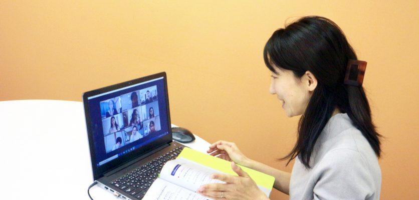 Japanese teacher having online Japanese class